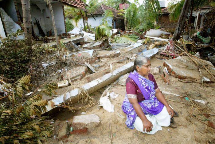 Sri lankan women after tsunami