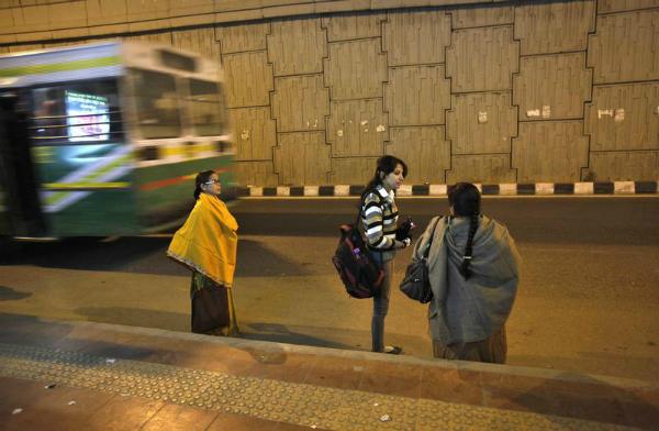 bus night delhi