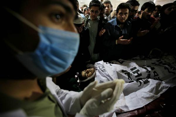 pakistan kid shot in peshawar