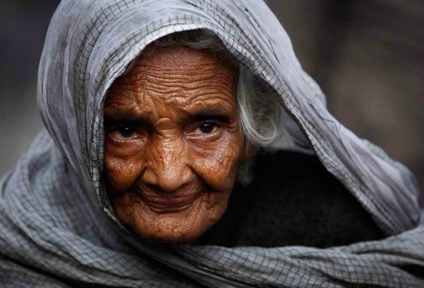 old lady in sari