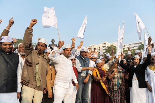 AAP, BJP in Protest Match Outside Jaitley's Home