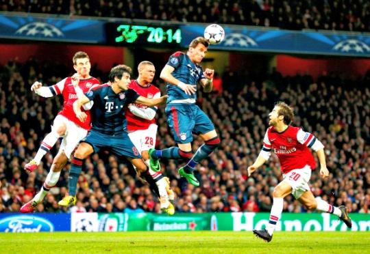 Holders Bayern Beat 10-Man Arsenal 2-0