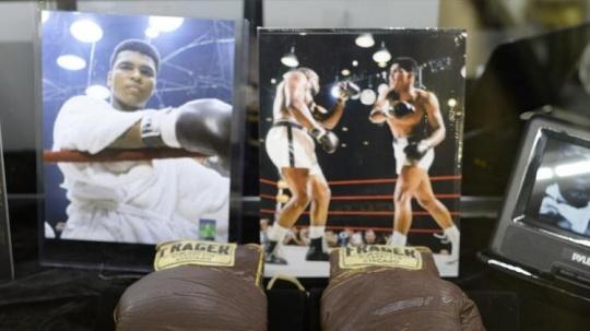 Muhammad Ali's Gloves Fetch $860,500