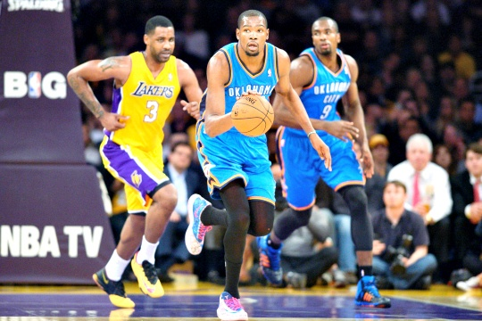 Durant Scores 43 to Lift Thunder Over Lakers