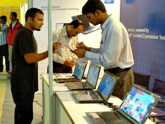 PC Makers in India Look for Exit As Sales Fall