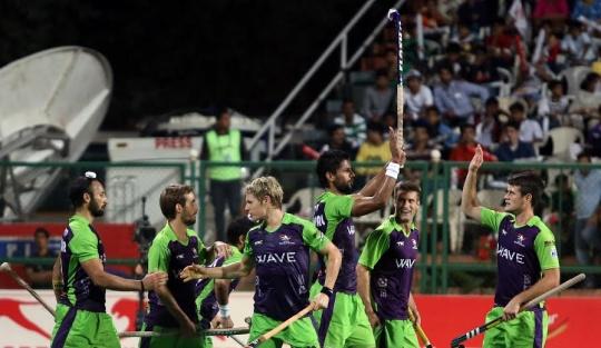 Delhi Waveriders played attacking hockey against Mumbai Magicians.
