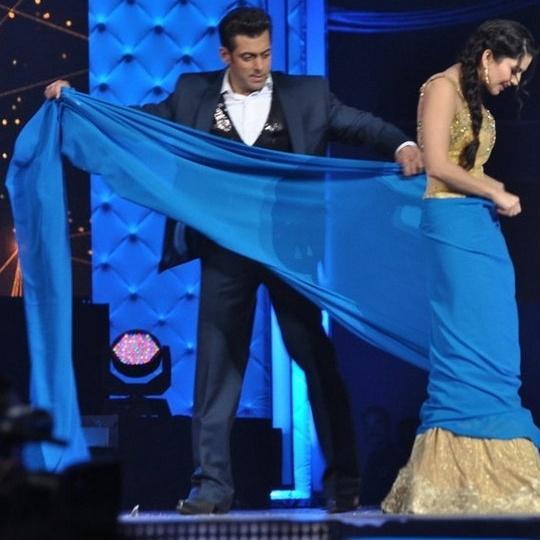 Salman Khan Helps Sunny Leone Drape A Sari!