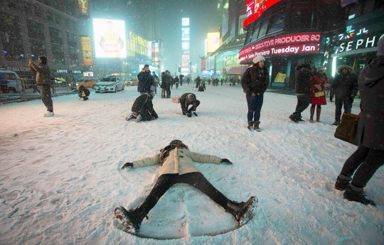 US Snowstorm: Emergency Declared in New York