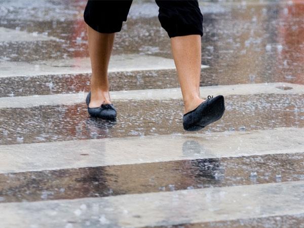 Homemade Foot Scrubs For Monsoon Friendly Feet