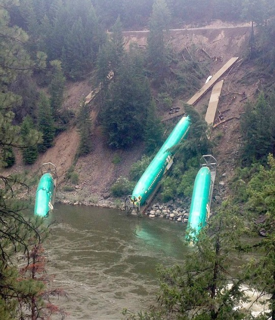 Three Boeing 737 Fuselages Crashes Into River in Montana