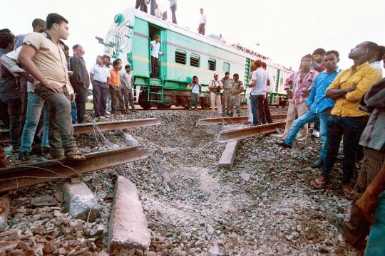 Maoists Blow Up Railway Track in Bihar