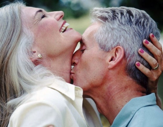 Oldies Not Ok With PDA