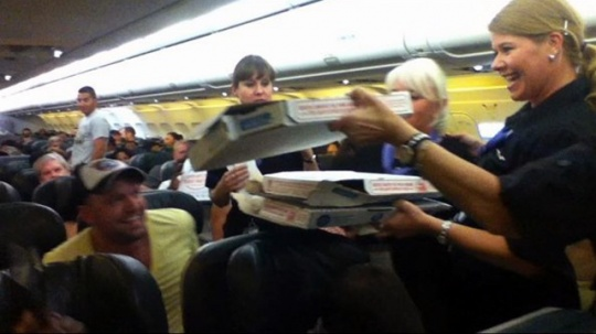 Pilot Buys Pizza For Whole Plane!