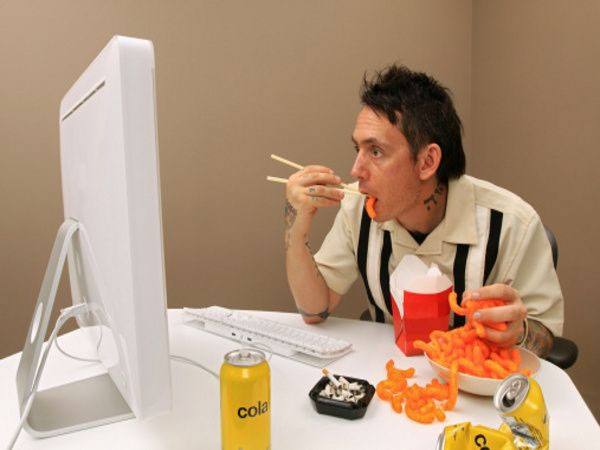 Stop Mindless Eating With These Effective Tips