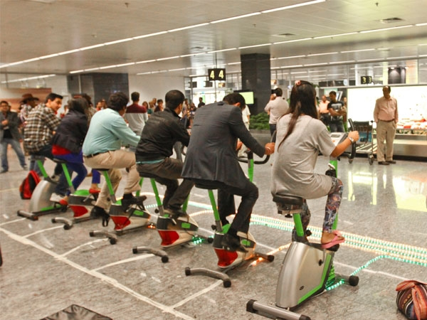 """Health Awareness Video: Sunfeast """"Farms"""" A Healthy Surprise At The Bengaluru Airport"""