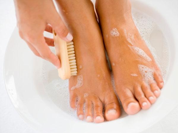 DIY: Foot Scrubs For Cracked Heels
