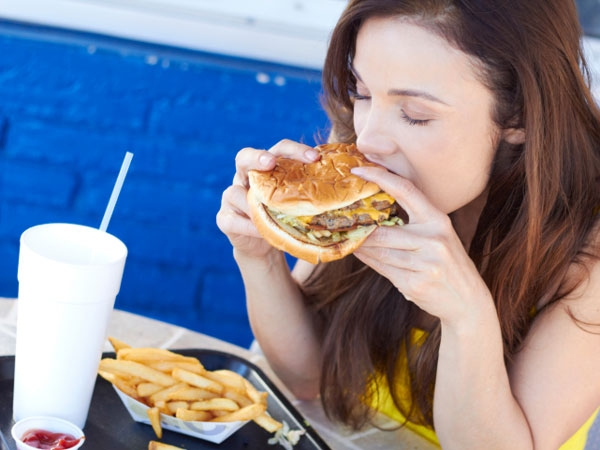 Are You An Emotional Eater? Watch Out For These Signs