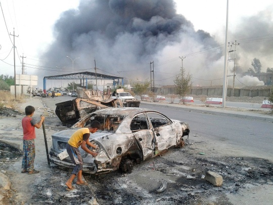 Tens of Thousands Flee Iraq's Mosul