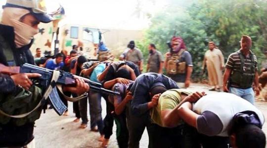 ISIS Jihadists Crucify 9 Men