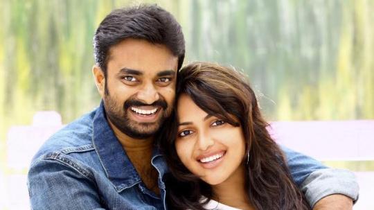 Actress Amala Paul Engaged To Director Vijay