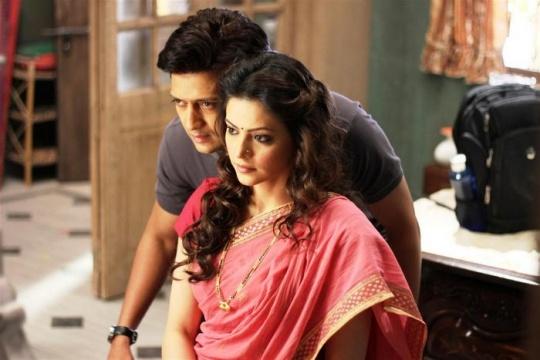 Riteish Deshmukh and Aamna Sharif in Ek Villain
