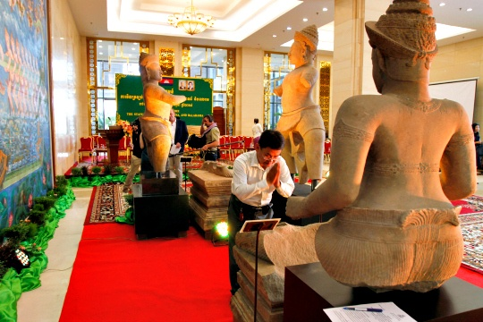 Cambodia Gets Back 1,000-Year-Old Statues