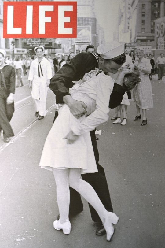 US Sailor In Iconic WWII Kissing Pic Dies