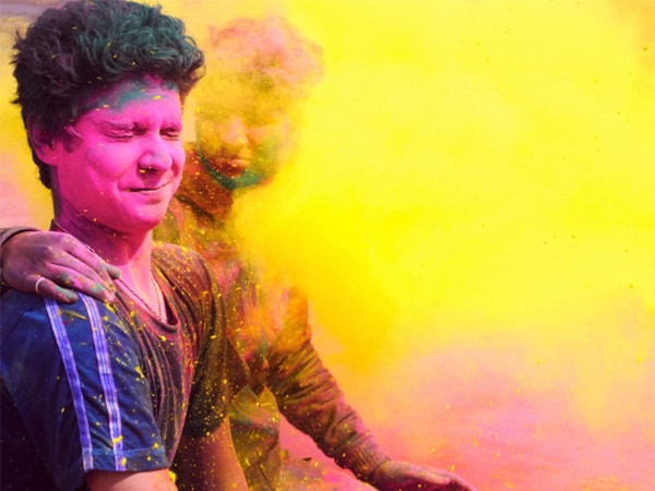 How to Wash Off Holi Colours Safely