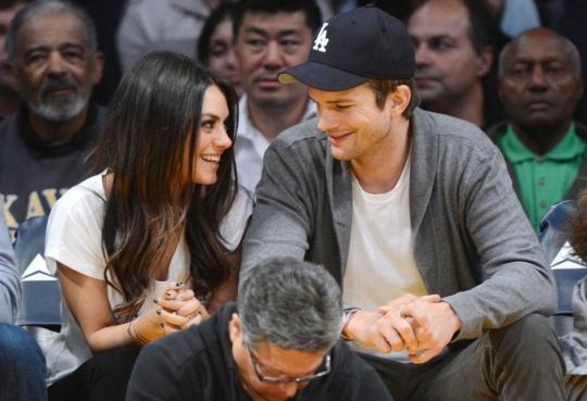 Ashton Kutcher Chooses Jolie Over Kunis