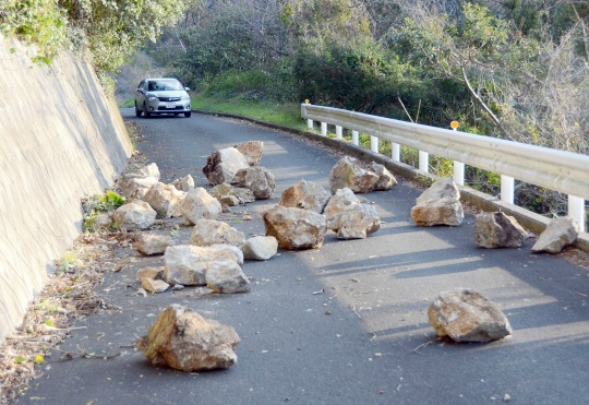 Overnight Earthquake Shakes Western Japan