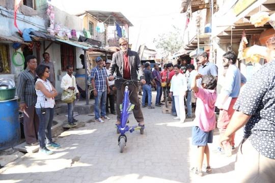 Mr Bachchan on scooter on Bhoothnath Returns