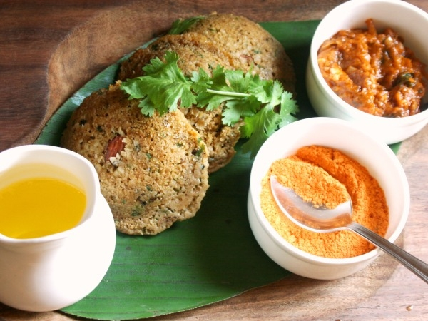 Healthy Indian Snack: Steamed Rolled Oats Idli