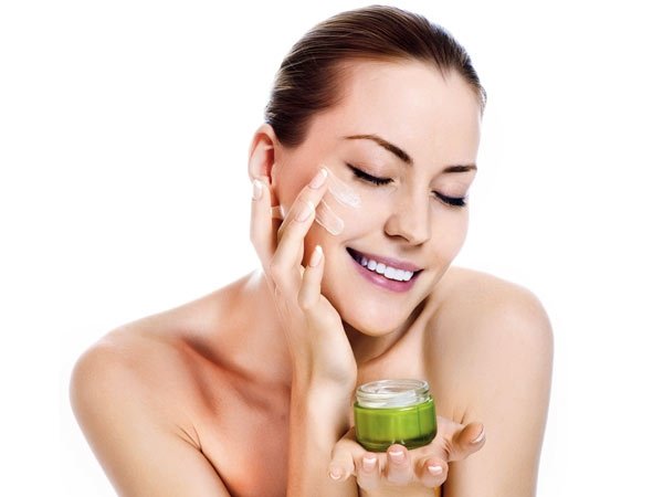 Tips To Apply Face Cream Properly