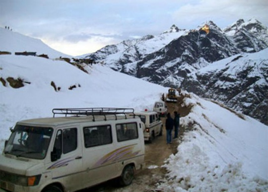 Tourists Suffer As Manali Taxis Remain Off Roads