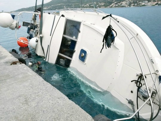 Greece: Smuggling Boats Capsize, 22 Migrants Drown