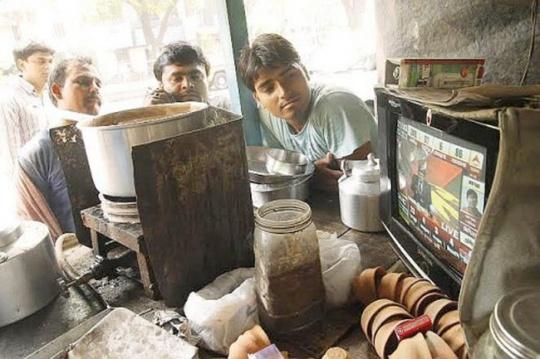 Commuters watch television update on Lokshaba result