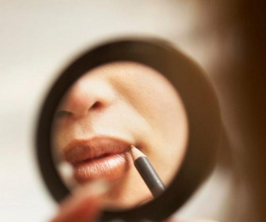 How to Lighten Dark Lips