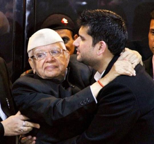 ND Tiwari Finally Accepts Rohit Shekhar as his Son