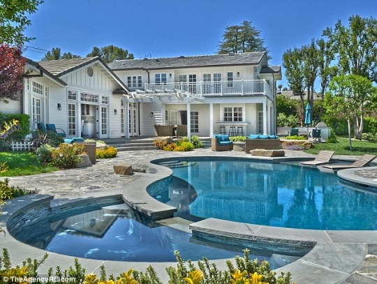 Selena Gomez To Sell Home For $3.5 mn?