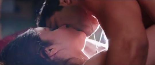 Varun Dhawan and Alia Bhatt kiss in Humpty Sharma Ki Dulhania
