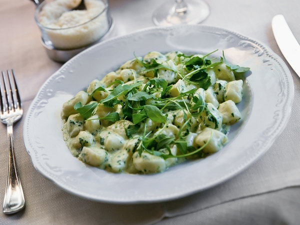 Potato And Spinach Salad With Garlic Dressing