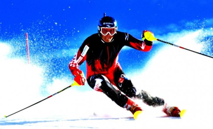 Skiiing in Auli
