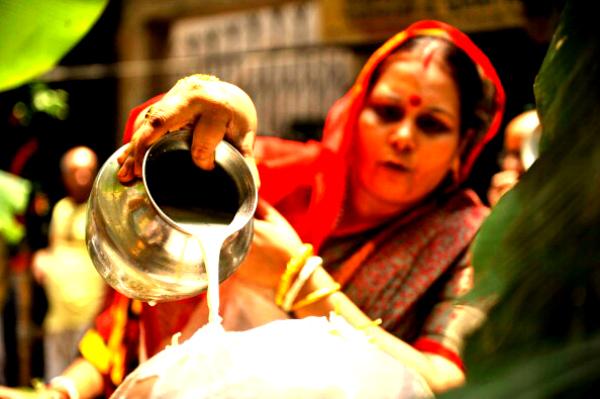 milk bath religious hindu india