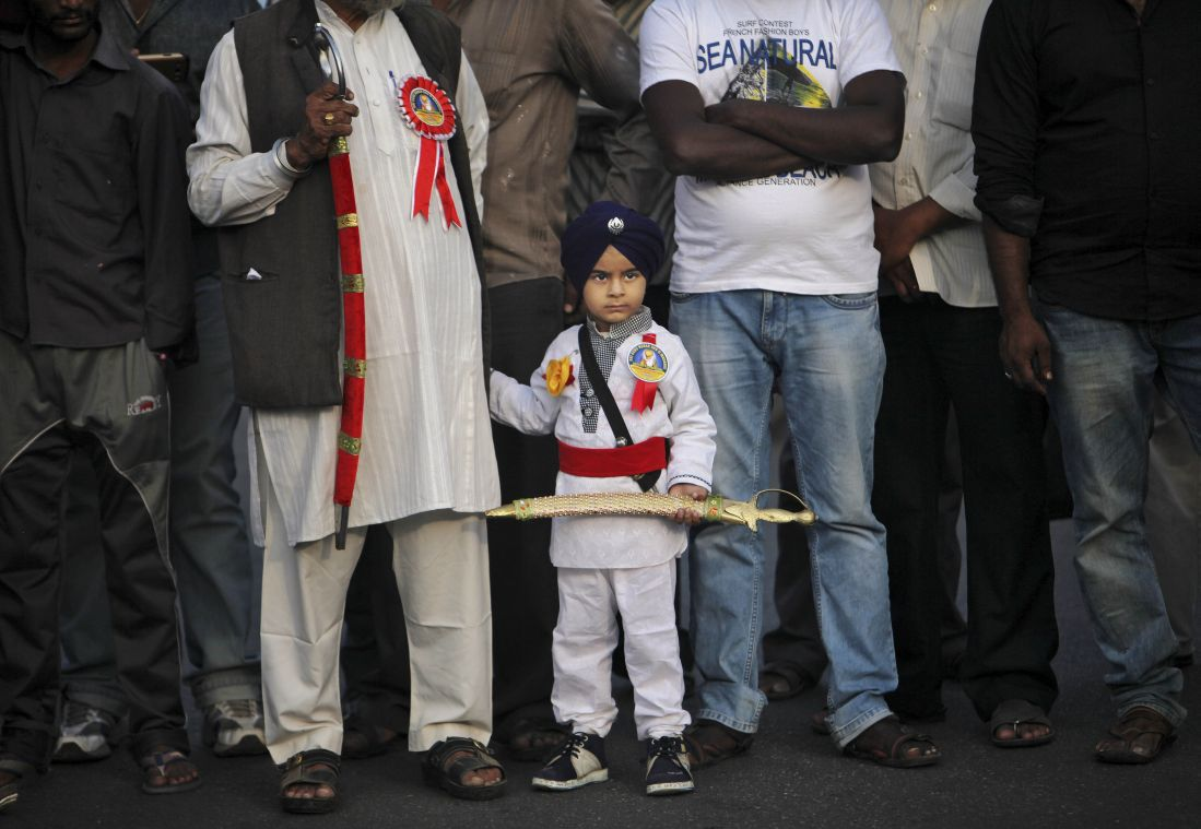 A young Sikh devotee