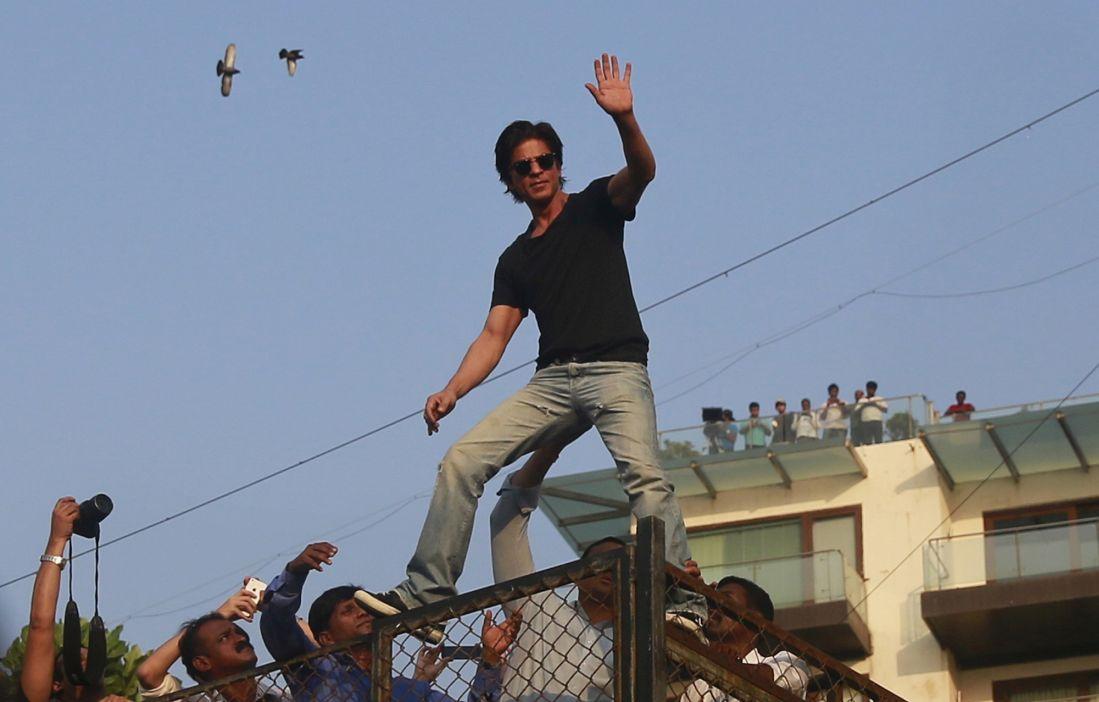 Shah Rukh Khan at his house Mannat