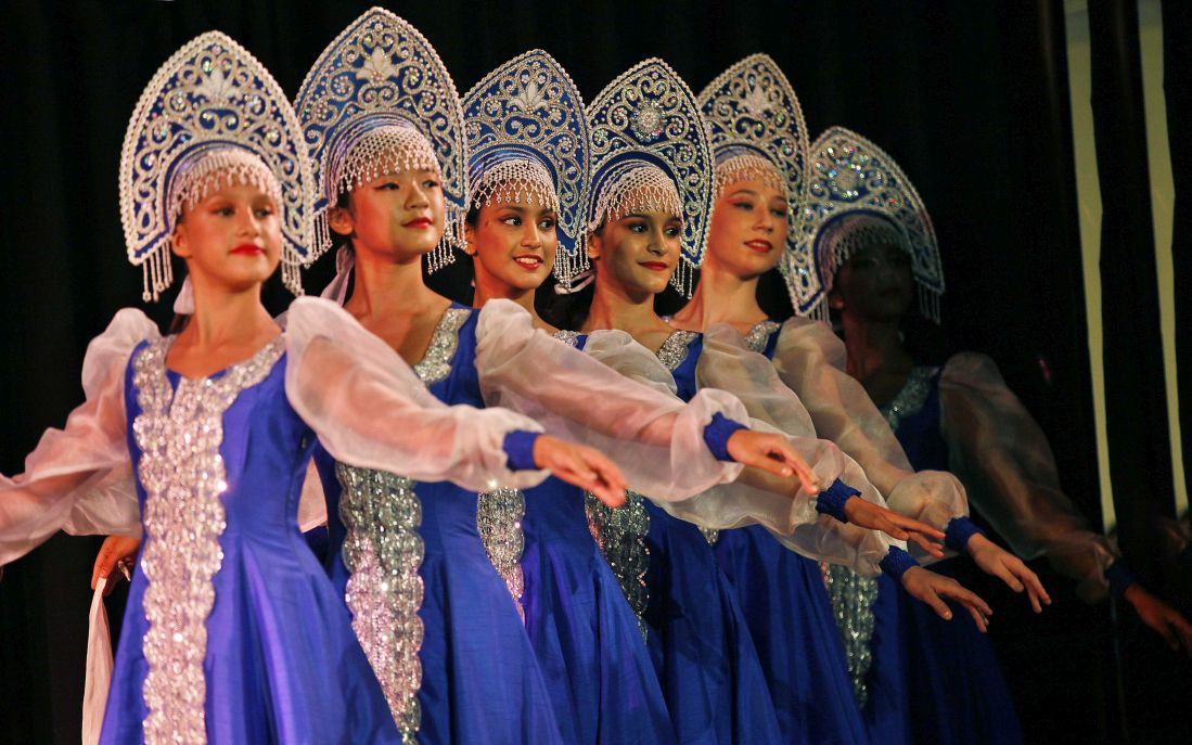 Indian and Russian folk artists performing dance