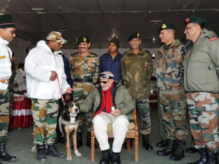 Narendra Modi with Army personells in Siachen