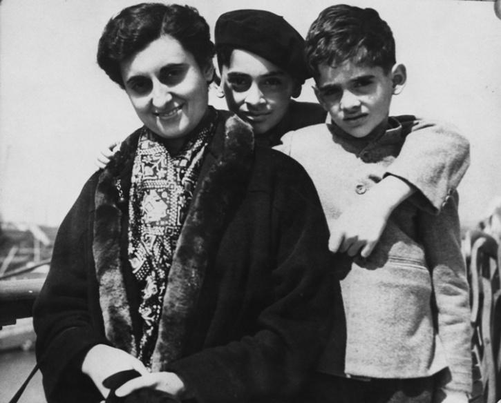 Indira Gandhi with Rajiv and Sanjay