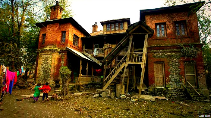 Colonial Kashmir architecture after floods