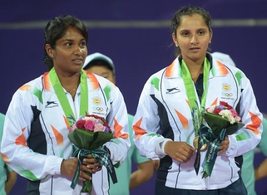 Prarthana Thombare and Sania Mirza